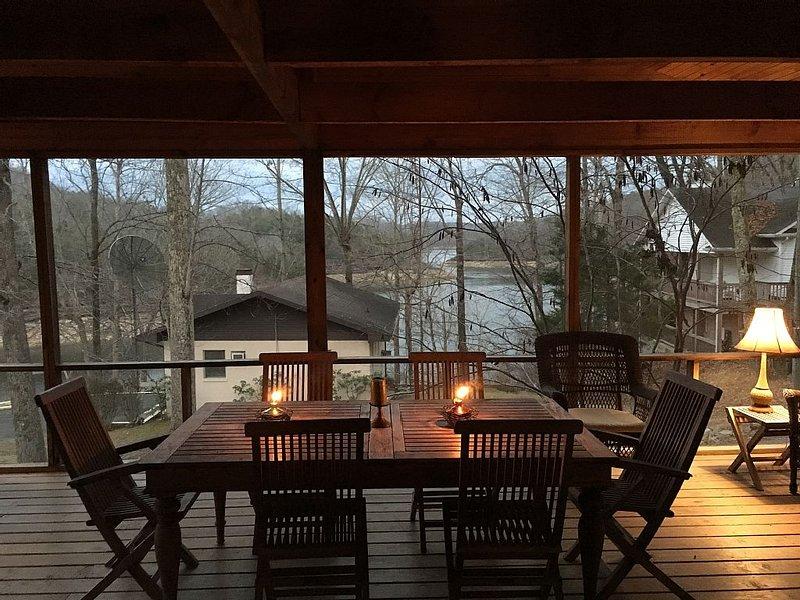 Ultimate Getaway on Lake Cumberland, Great Location and Rare Private Dock & Ramp, alquiler de vacaciones en Jamestown