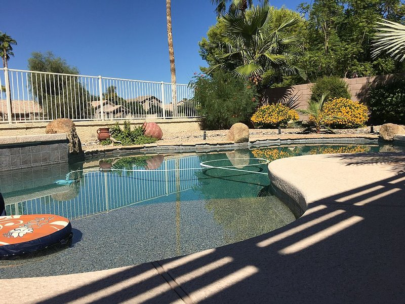 Look No Further ! This is where you should stay ! High Ratings. GOLF PARADISE., vacation rental in Glendale