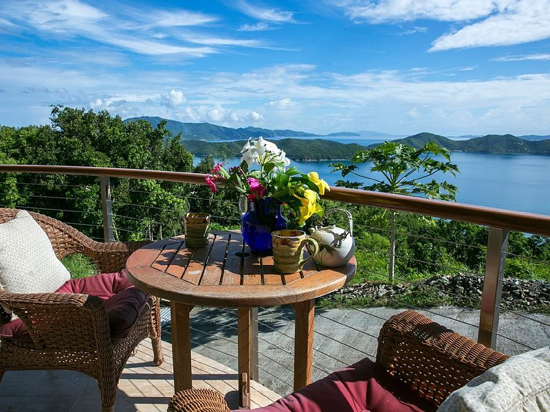 Couples Retreat with Sweeping VIEWS & Glass bottom kayak! FREE NIGHT in 2020, holiday rental in East End