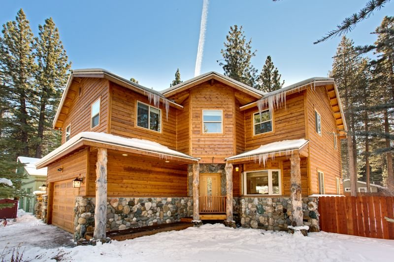 Upscale Lake Level 4 Bedroom Mountain Home In South Lake Tahoe - Permit #006750, location de vacances à South Lake Tahoe