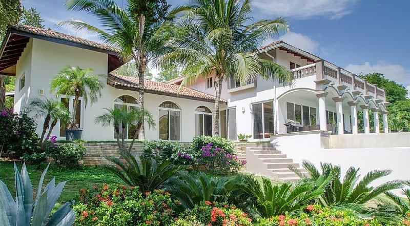 Best value 3b / 3.5bt beachfront house in Guacalito resort w/ private pool, location de vacances à Rivas