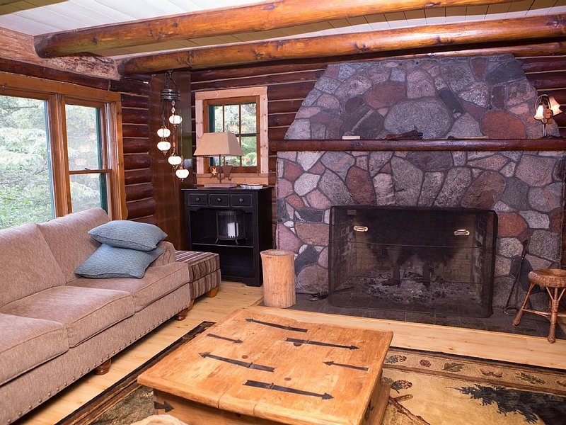 Build a fire, listen to trees/stream - Owner in the lodging industry for 30 yrs, alquiler de vacaciones en Barnes