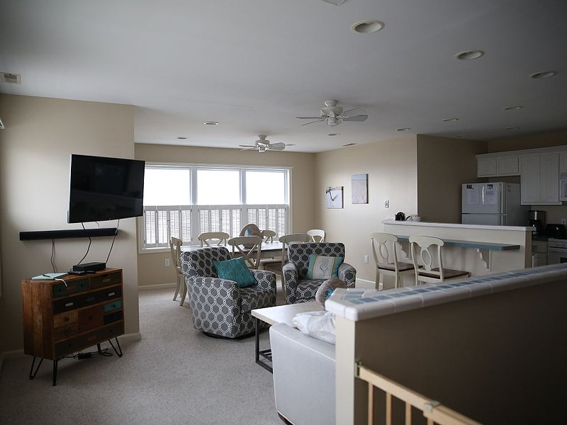 Breathtaking Beach & Ocean Views from this 3 BR, 2 BA, 2 Story N Wildwood Condo, holiday rental in North Wildwood