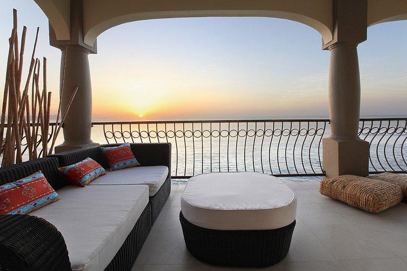 Surfers Paradise! Oceanfront   3 Bedroom Condo – semesterbostad i San Jose Del Cabo