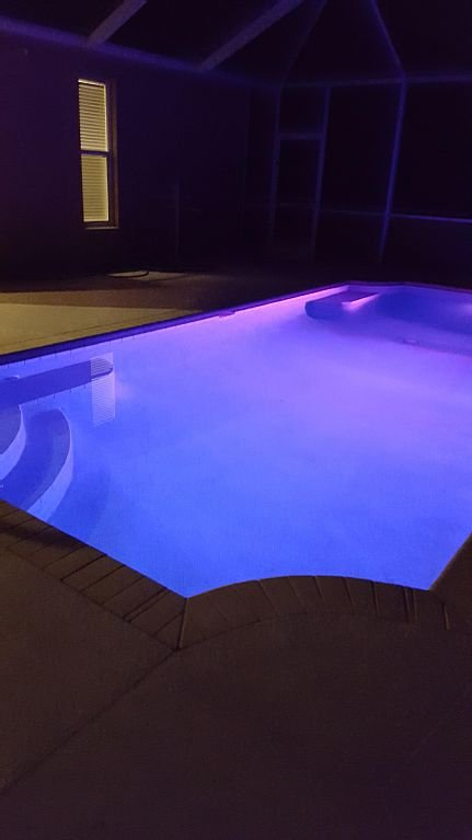 Large, heated, lighted and caged pool