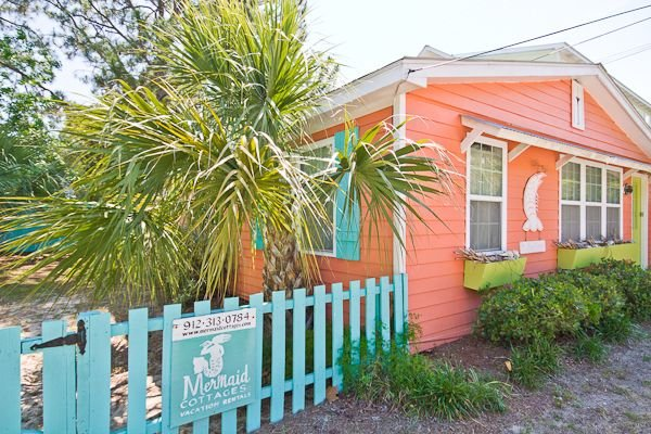 Welcome to our cottage - Front exterior of The Shrimp Cottage.  This cottage is located next door to Key Lime Parrot; renting both would be perfect for large families or groups!