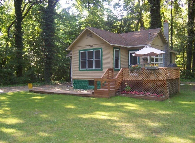 Charming Cottage  with Fire Pit Near Warren Dunes State Park, location de vacances à Berrien County