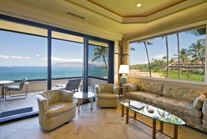 Luxurious Oceanfront Corner Unit - Starts * $540/nt - Makena Surf #F-212, aluguéis de temporada em Makena