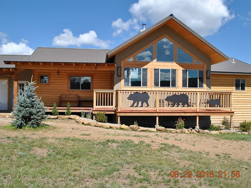 A newly built and furnished home in the Angel Fire Country Club, holiday rental in Angel Fire