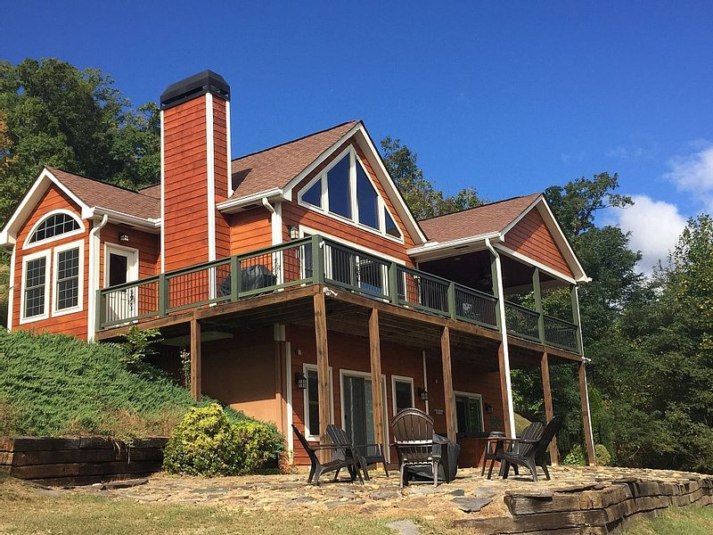 Stay at The Overlook - A Blueridge Mountain Getaway, aluguéis de temporada em Warne