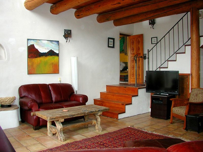 Casa La Ceja Compound -serene setting, Sweeping Mountain Views Deck  Hot Tub – semesterbostad i Valdez