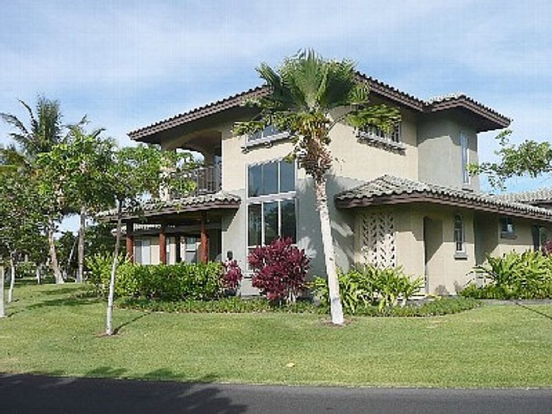 Welcome to the Beauty that is Mauna Lani Fairways Unit 1301!, holiday rental in Waimea