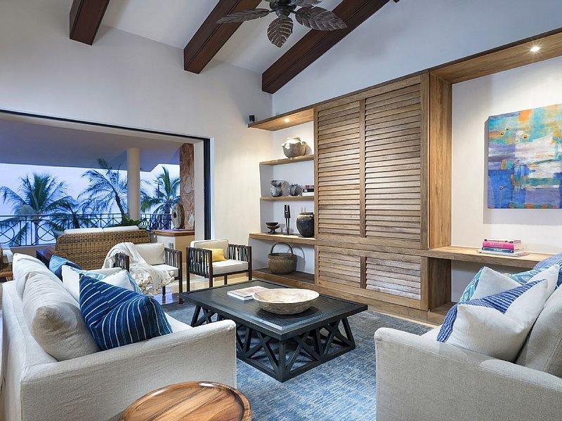 Fabulous Beachfront Penthouse Condo, Premier Golf Membership and Yacht, location de vacances à Punta de Mita