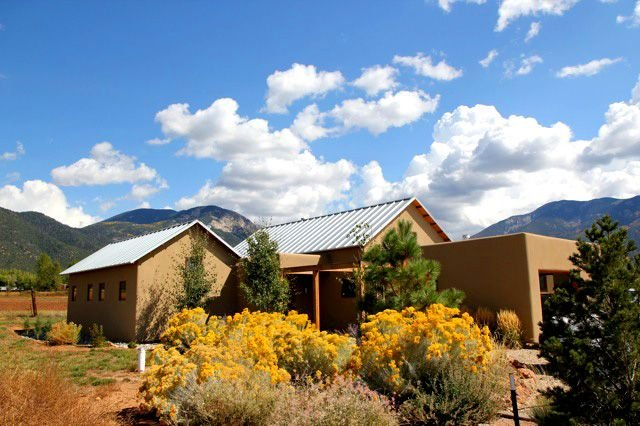 Alto Vallecito Fantastic Views of Sangre de Cristos  Private Hot Tub, holiday rental in Taos