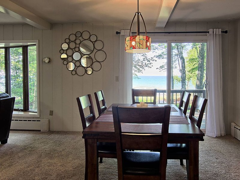 12895 PaBeShan: 4  BR, 3.5  BA House in Charlevoix, Sleeps 10, holiday rental in Charlevoix