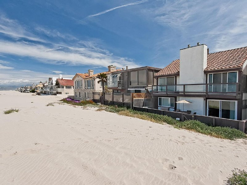 Oceanfront Gorgeous Home with Breathtaking Views!, holiday rental in Port Hueneme
