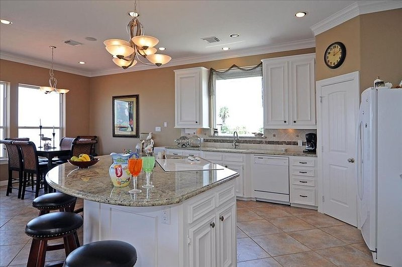 Tiki Isle /Galveston/4 Bdrm/3.5 Bath/Elevator/ Details call *******-0494, holiday rental in Bayou Vista