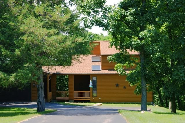 OFF SEASON SPECIAL: STAY 2 NIGHTS, GET A 3RD NIGHT FREE (excludes: 12/22-1/4), holiday rental in Apple River