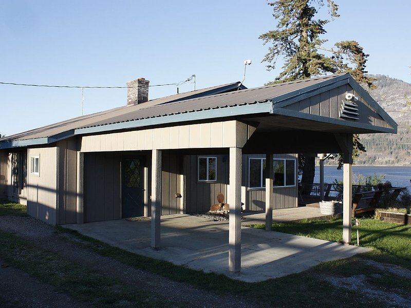 Lake Pend Oreille spacious home on scenic horse ranch, holiday rental in Hope