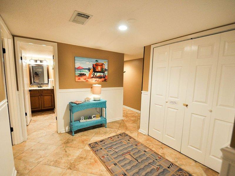Million Dollar View!! 4 Bedroom 2 Bath Ocean Front Condo., holiday rental in Gulf Shores