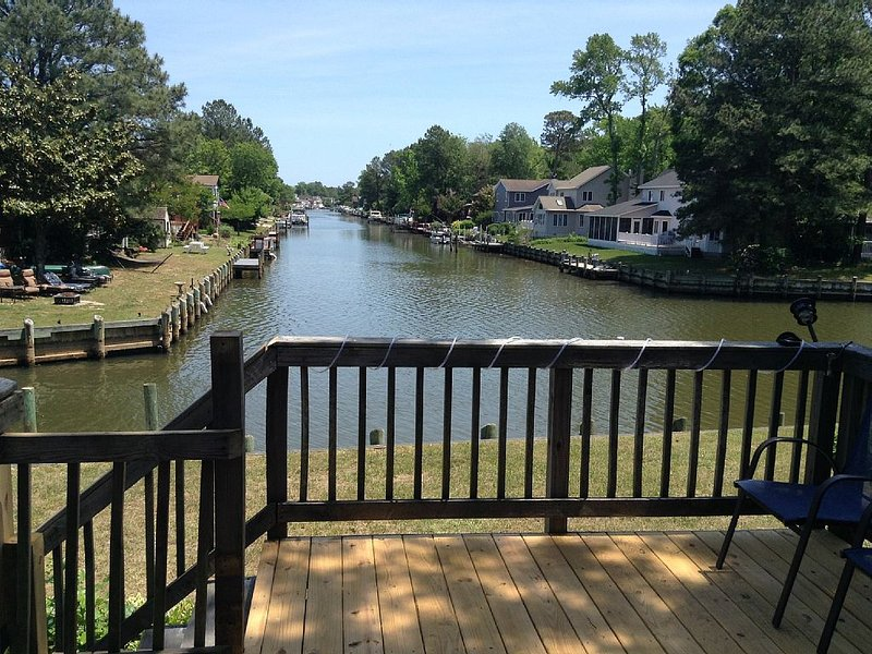 waterfront beach retreat with boat dock, alquiler de vacaciones en Selbyville