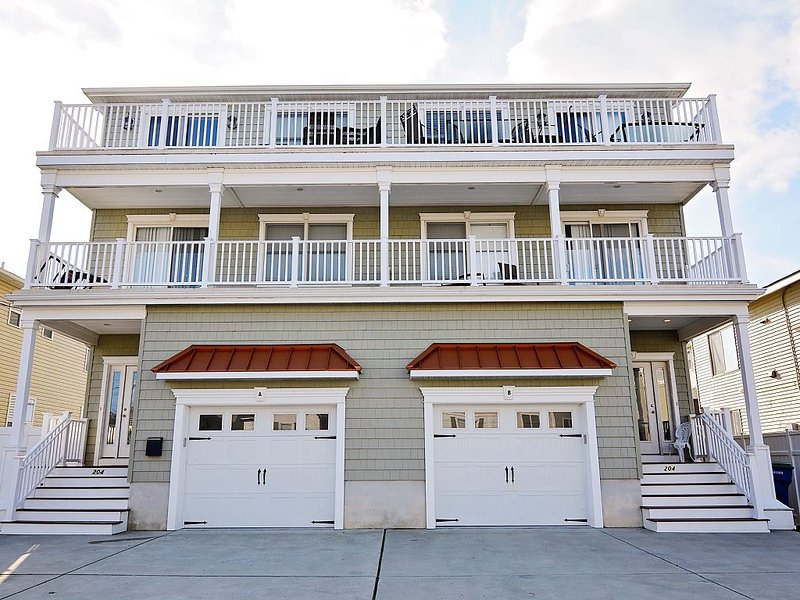 *Enhanced Cleaning! Low Low Fall/Winter Rates! Elevator! Beachblock!! Pets OK!!!, vacation rental in Brigantine