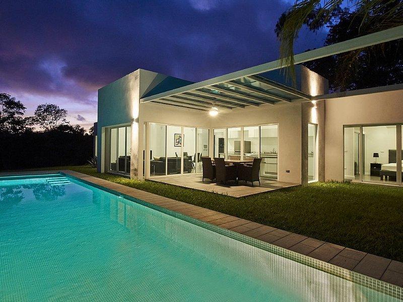 Modern Villa Overlooking Samara Bay, alquiler de vacaciones en Playa Samara