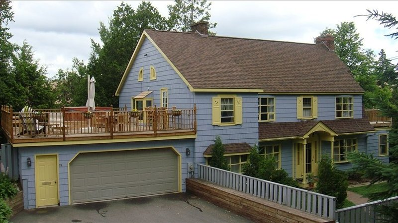 LOCATION, LOCATION, LOCATION! Beautiful Home In Village Center, Walk Everywhere!, aluguéis de temporada em Lake Placid