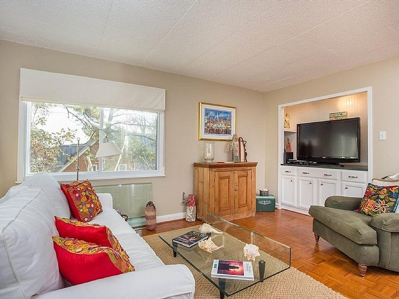 Downtown Rehoboth Beach 2 Bed BOOKING FOR 2017 NOW!, location de vacances à Rehoboth Beach