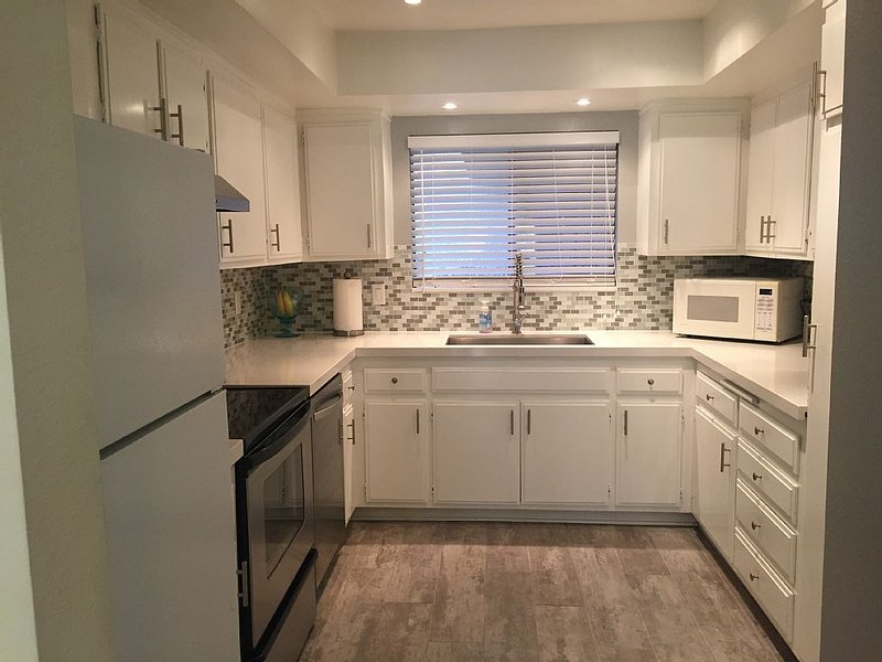 Newly Remodeled Condo, Great Location, In The Heart Of Rancho Mirage, holiday rental in Rancho Mirage