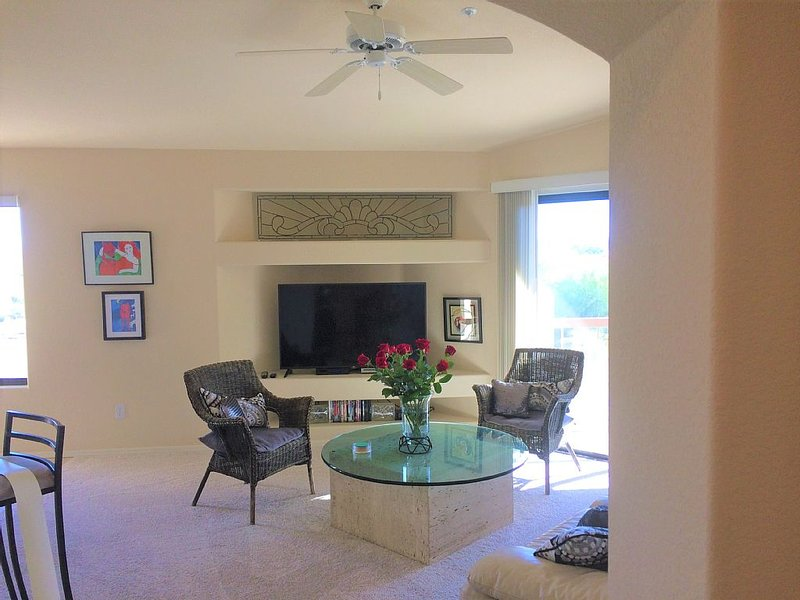 BOOK NOW FOR 2018- DESIGNER DECORATED FOUNTAIN VIEW WITH ELEVATOR, casa vacanza a Fountain Hills
