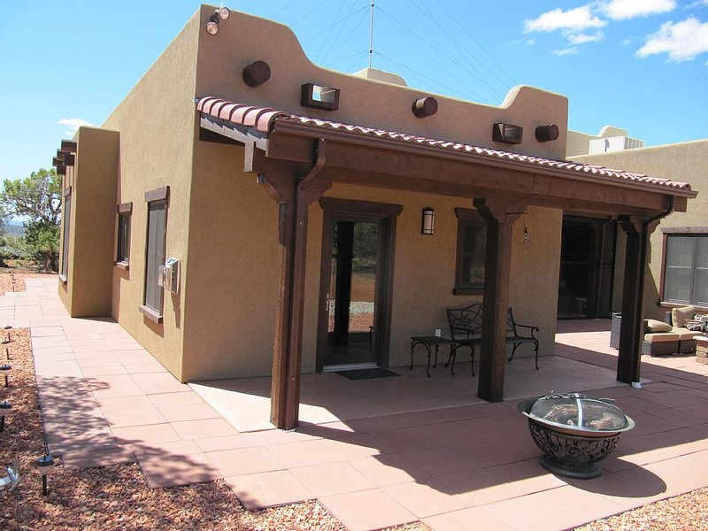 Just minutes from Best Friends, Zion, Bryce, Lake Powell & the Grand Canyon, vacation rental in Kanab