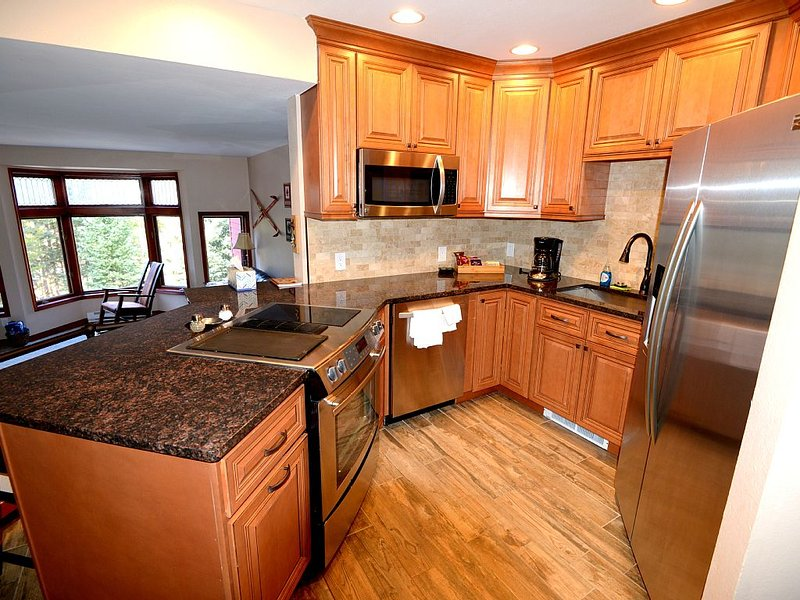 Riverfront-Slopeside-Walk to Resort-On Bus Route, vacation rental in Winter Park