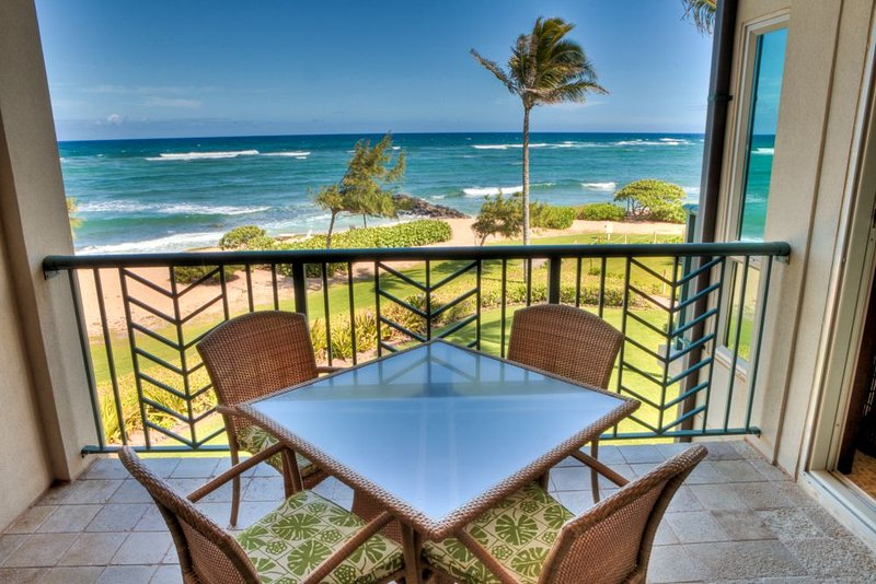 A304** BEACH FRONT** A304 WOW Location x3 & FAST Wifi*****, vacation rental in Kapaa