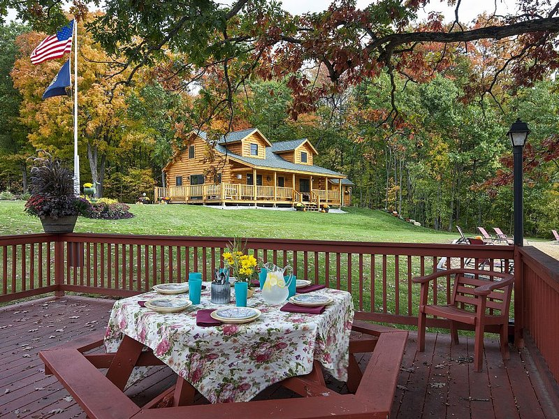 Luxury New Log Cabin on Lake Winnisquam Perfect Family  Retreat, vacation rental in Northfield
