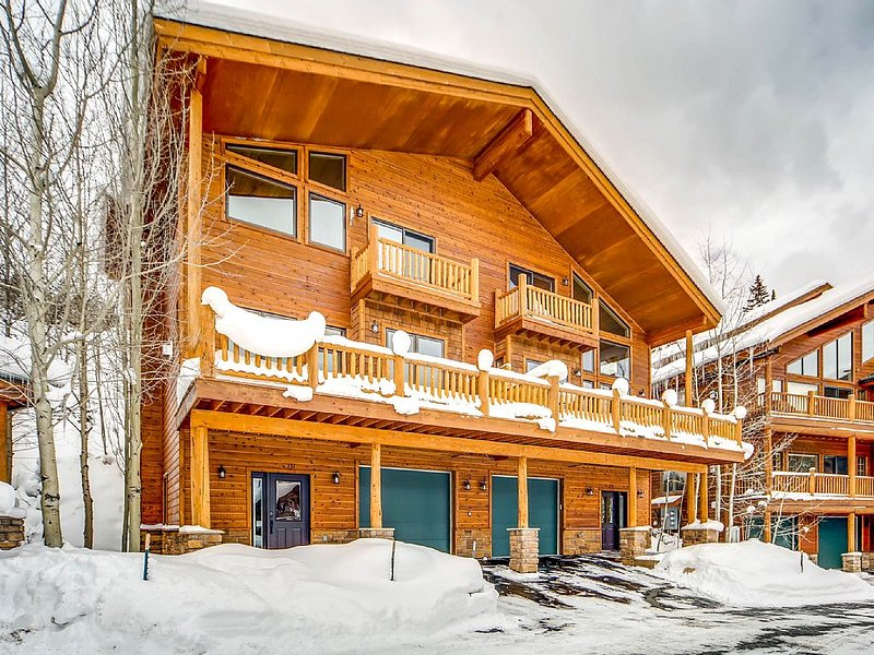 Slopeside Paradise--3 BR, 2.5 Bath 2 Minute Shuttle Ride to the slopes!, vacation rental in Winter Park