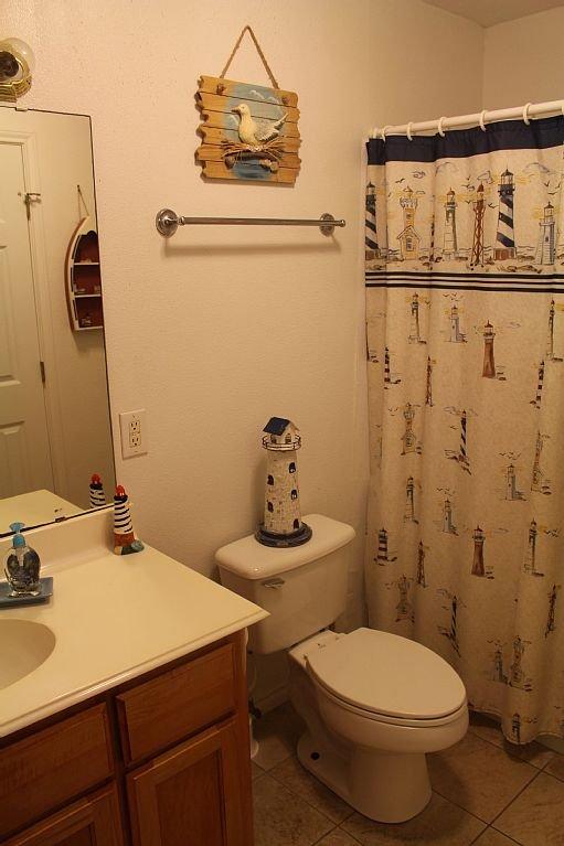 Gästbad med badkar / dusch och linneskåp