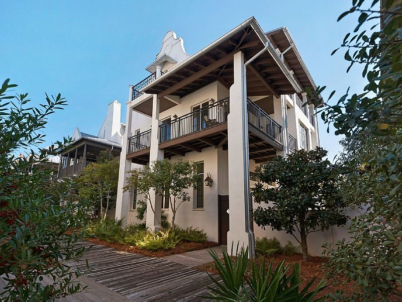 Impeccable Condition!! On the Boardwalk-Steps to the Beach and Town Center, casa vacanza a Rosemary Beach