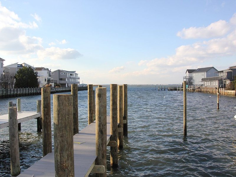 Bayfront with Dock*1 Block to Beach*Bring Your Boat/Water Toys*Book for May/Aug, vacation rental in Ship Bottom