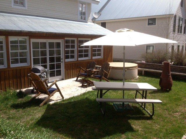 Summer yard with hot tub!