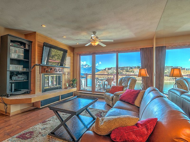 The Gem Of East Bay! Completely Remodeled 2nd Floor Unit With Breathtaking Views, holiday rental in Dillon