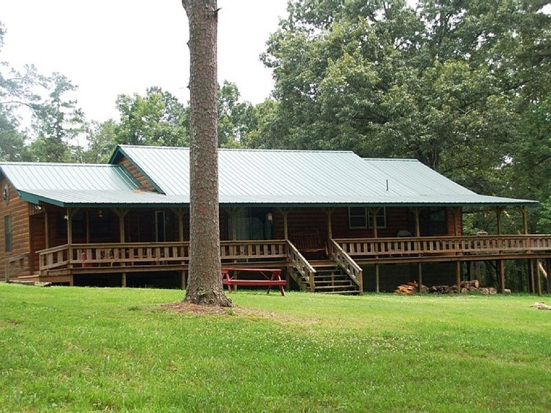 GREAT RATES: LOST OUT BACK Great secluded views of meadow and pond -  Sleeps 8, vacation rental in Broken Bow