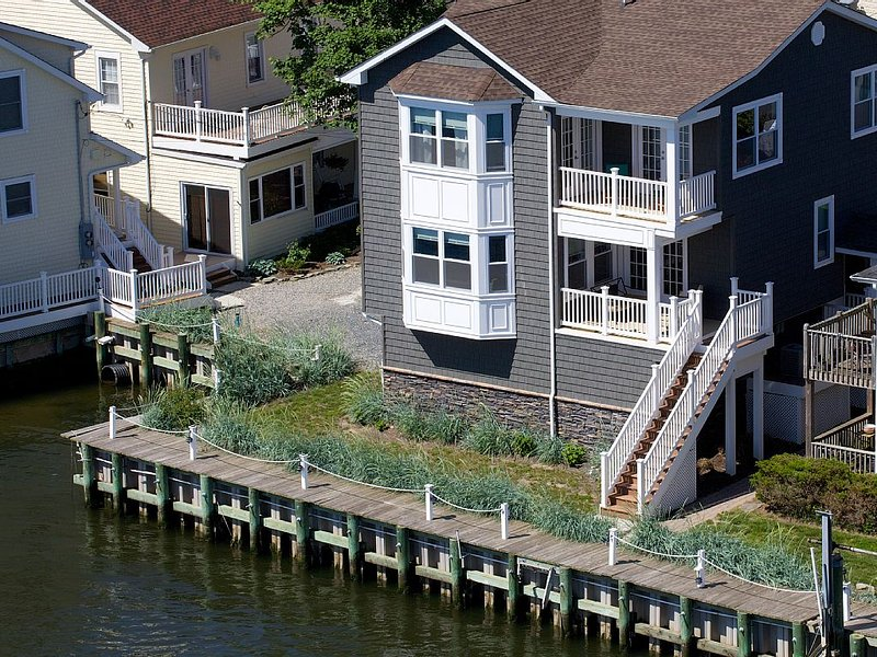 One Of a Kind 'Waterfront ' Dream house ', vacation rental in Highlands