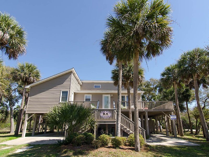 Island Gossip - Easy Beach Access,  Adorable Decor, vacation rental in Edisto Island