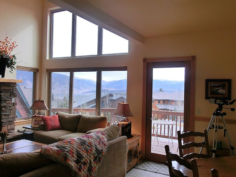 Gorgeous Pet-Friendly Wildernest Unit, Amazing Views, Easy Ski and Trail Access, alquiler de vacaciones en Silverthorne