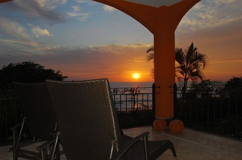 Luxury Condo Directly on Exclusive Langosta Beach, Tamarindo, Ferienwohnung in Tamarindo