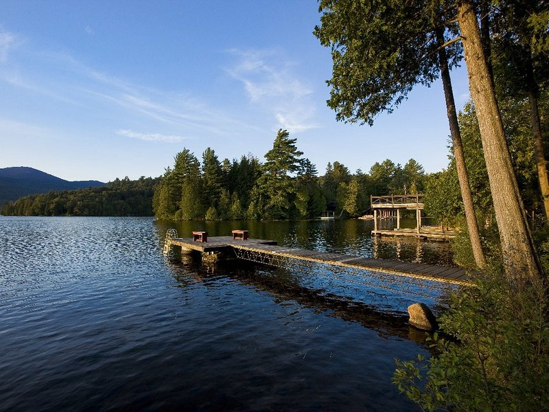 Camp SunnyCove - A Large Adirondack Camp Directly On Lake Placid Lake, alquiler de vacaciones en Lake Placid