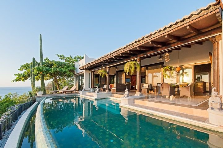 Luxury villa- views, infiniti pool, close to beach, shopping and dining, alquiler de vacaciones en Tamarindo