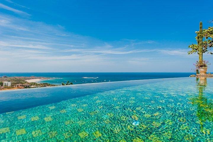 Infinity edge pool - Amazing ocean view