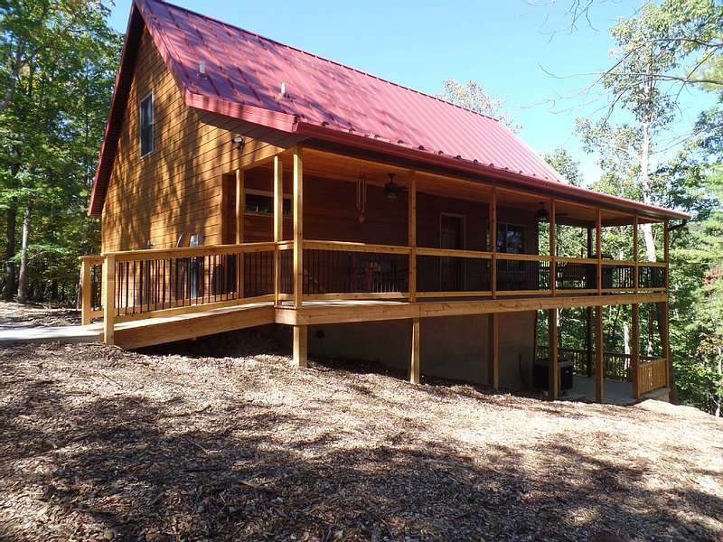 A luxurious cabin quietly tucked away in the woods of Berkeley Springs, holiday rental in Great Cacapon